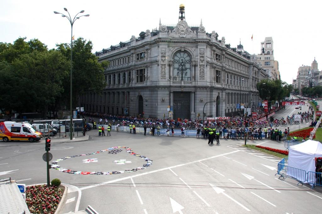 Scream at Plaza Cibeles Madrid with riders Photo Wulff kopi