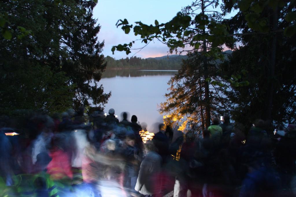 Masse folk på nattevandring 1